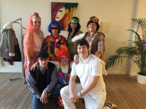 Lewida-Mitarbeiter in lustigen Kostümen